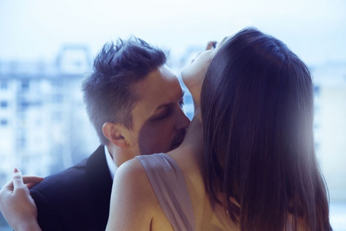 couple kissing, pick-up