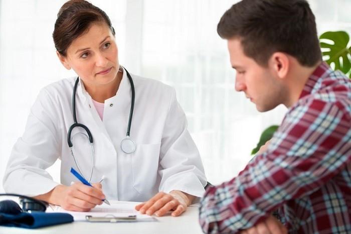 Thăm khám bác sĩ khi có dấu hiệu của bệnh